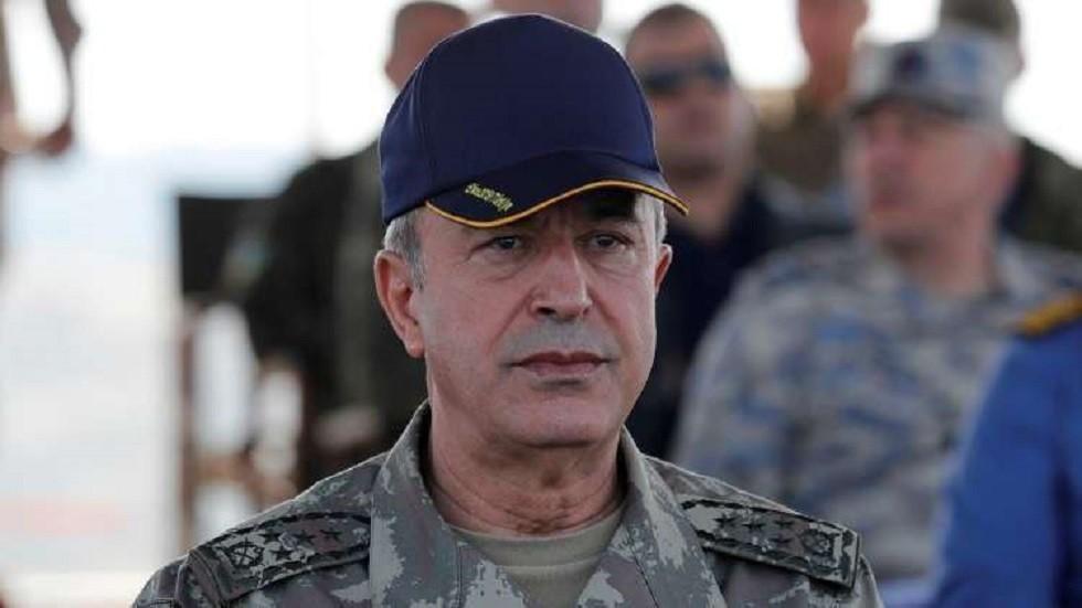 وزير الدفاع التركي يتفقد مطارا سيستقبل مقاتلات