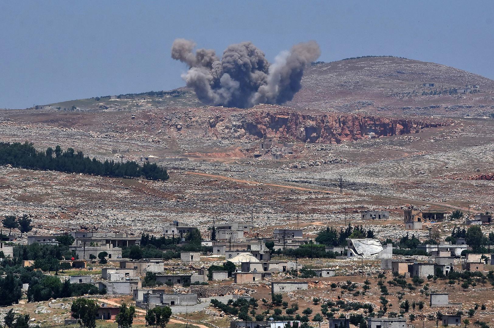 اشتباكات عنيفة بين الجيش السوري والمسلحين بريف حماة الشمالي وريف إدلب الجنوبي