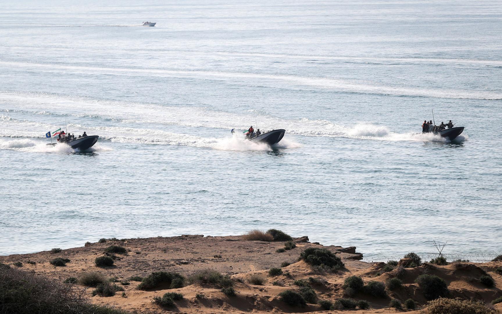 نيويورك تايمز: إيران أزالت صواريخ من بعض قواربها كانت سببا في التصعيد مع واشنطن