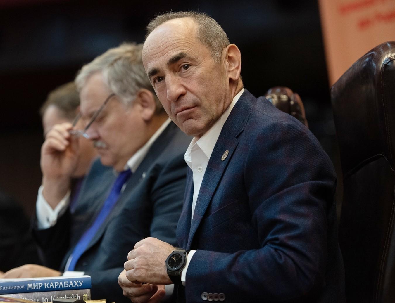 المحكمة تطلق سراح الرئيس الأرمني السابق كوتشاريان بكفالة