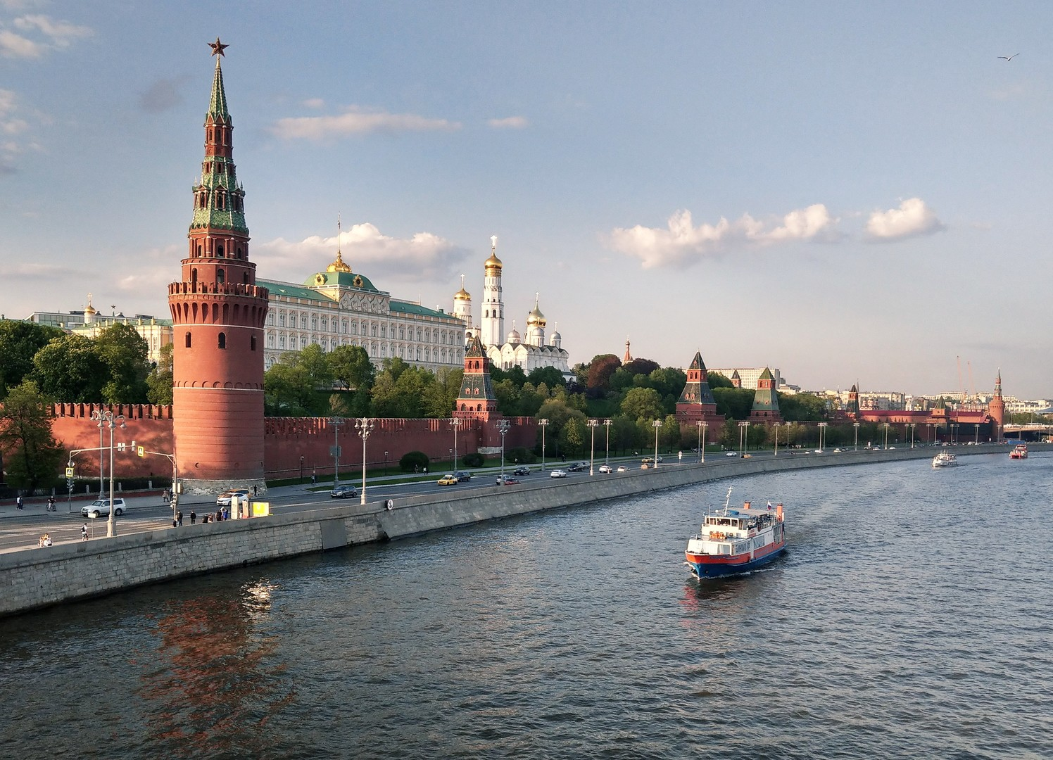 الكرملين: ننتظر المبادرات الأمريكية بشأن لقاء بوتين وترامب
