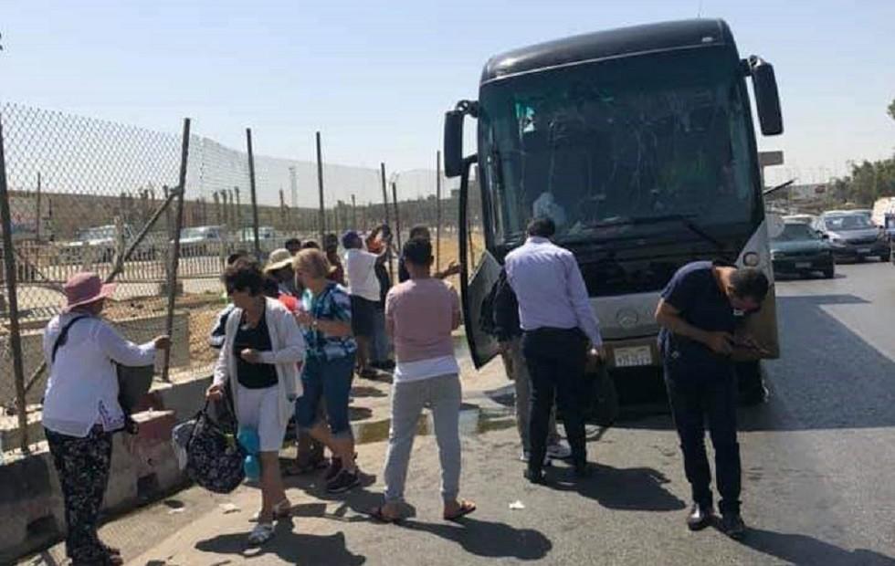 تفجير يستهدف حافلة سياحية قرب الأهرامات في مصر