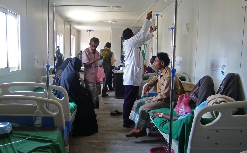 مصابون بمرض الكوليرا في مستشفى باليمن