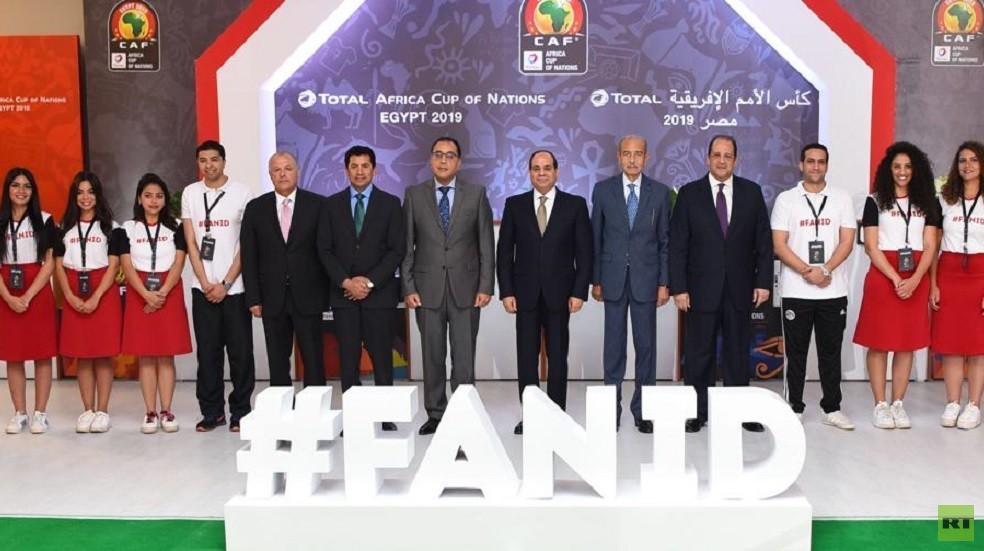 السيسي يتسلم أول بطاقة مشجع لبطولة كأس إفريقيا 2019 (صور)
