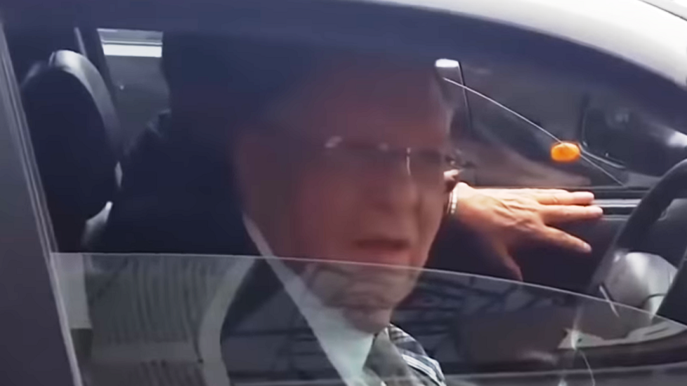 فيديو.. ولد عباس وجها لوجه مع مواطنين في الجزائر العاصمة
