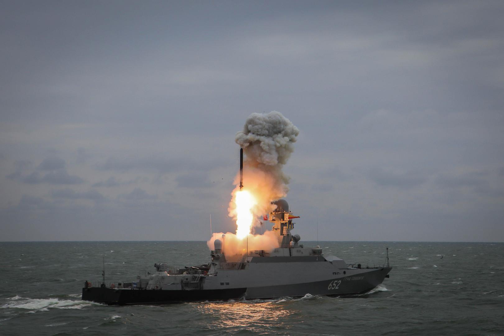 الأسطول الروسي في المحيط الهادئ يتسلم سفينتين وغواصة مسلحة بصواريخ