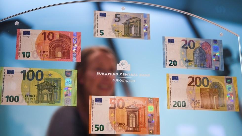 تهريب اليورو يستفحل في الجزائر
