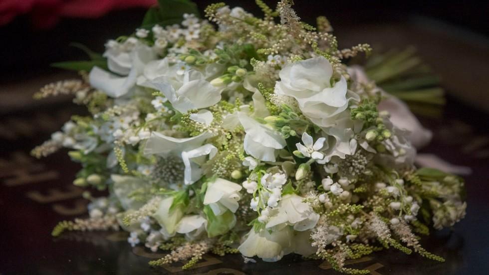 من المرأة الغامضة التي حظيت بباقة ورد زفاف ميغان ماركل؟
