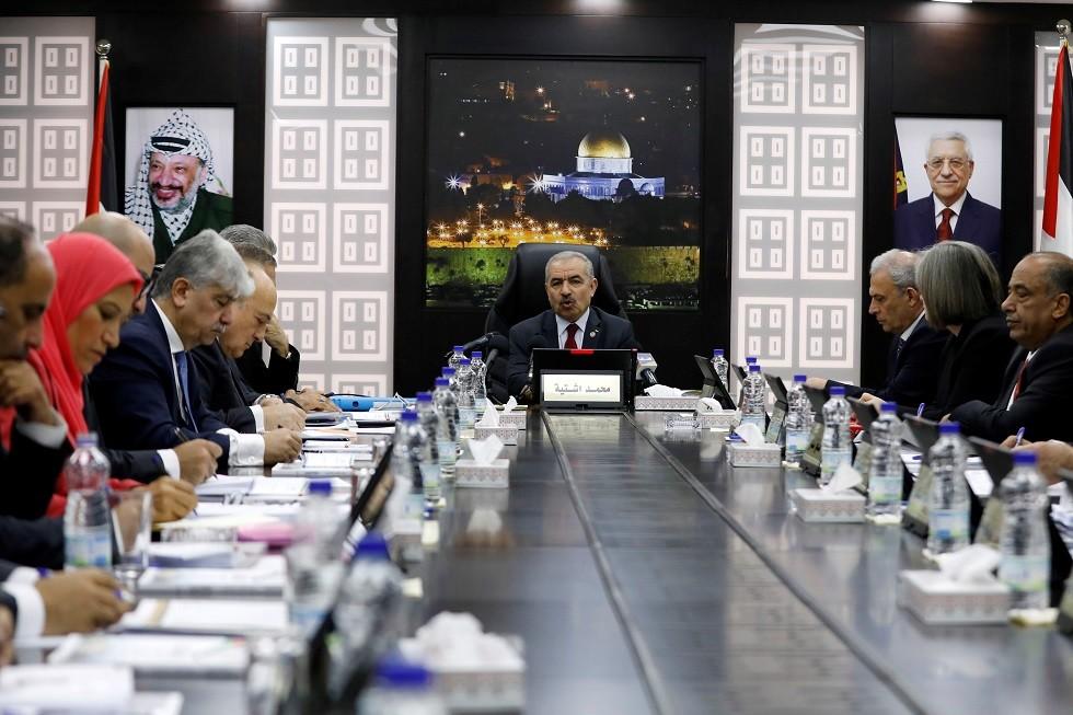 أرشيف - اجتماع للحكومة الفلسطينية في رام الله