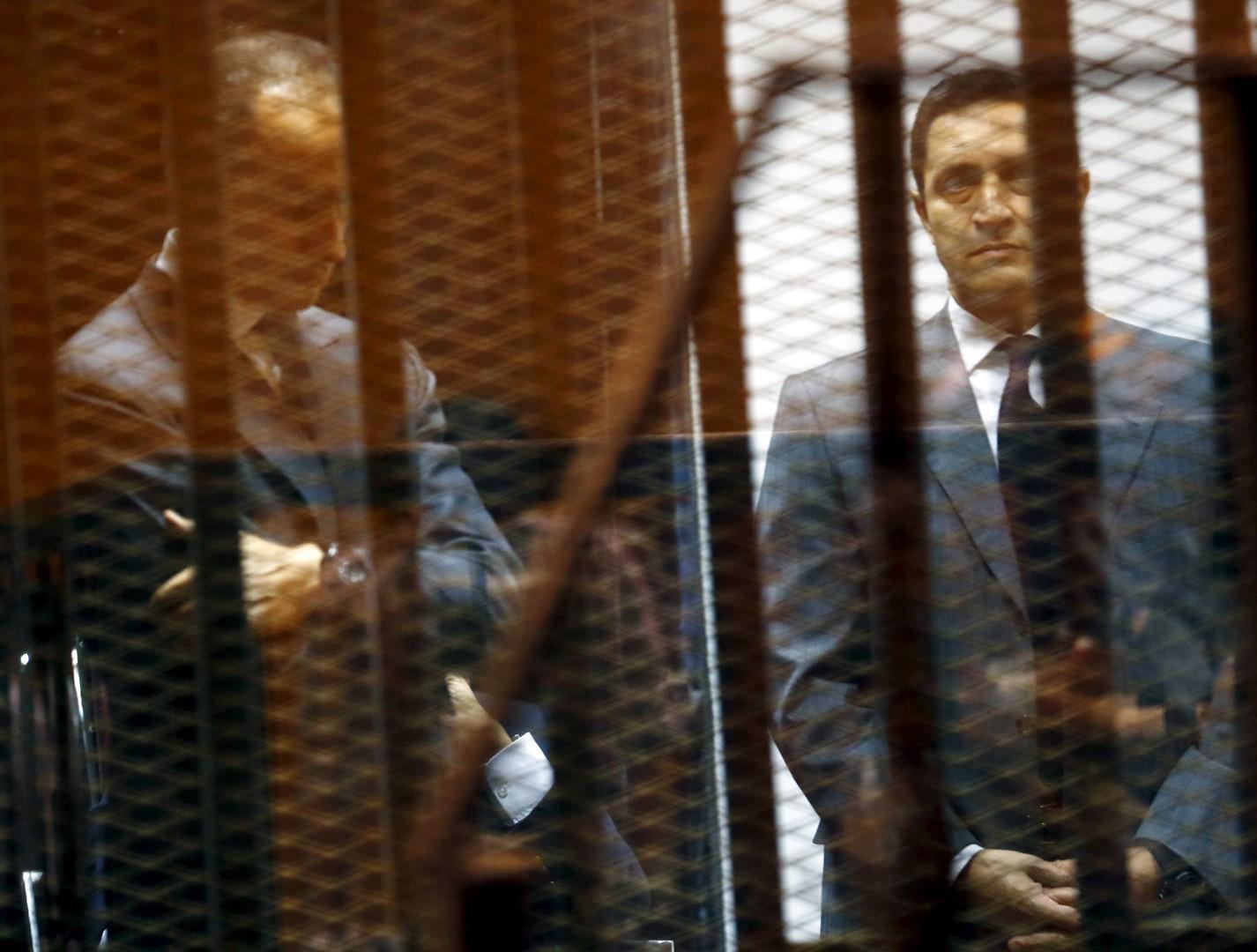 علاء وجمال مبارك خلال محاكمة سابقة