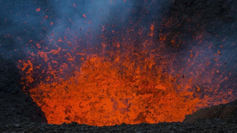 ثوران بركان تولباتشيك في كامتشاتكا