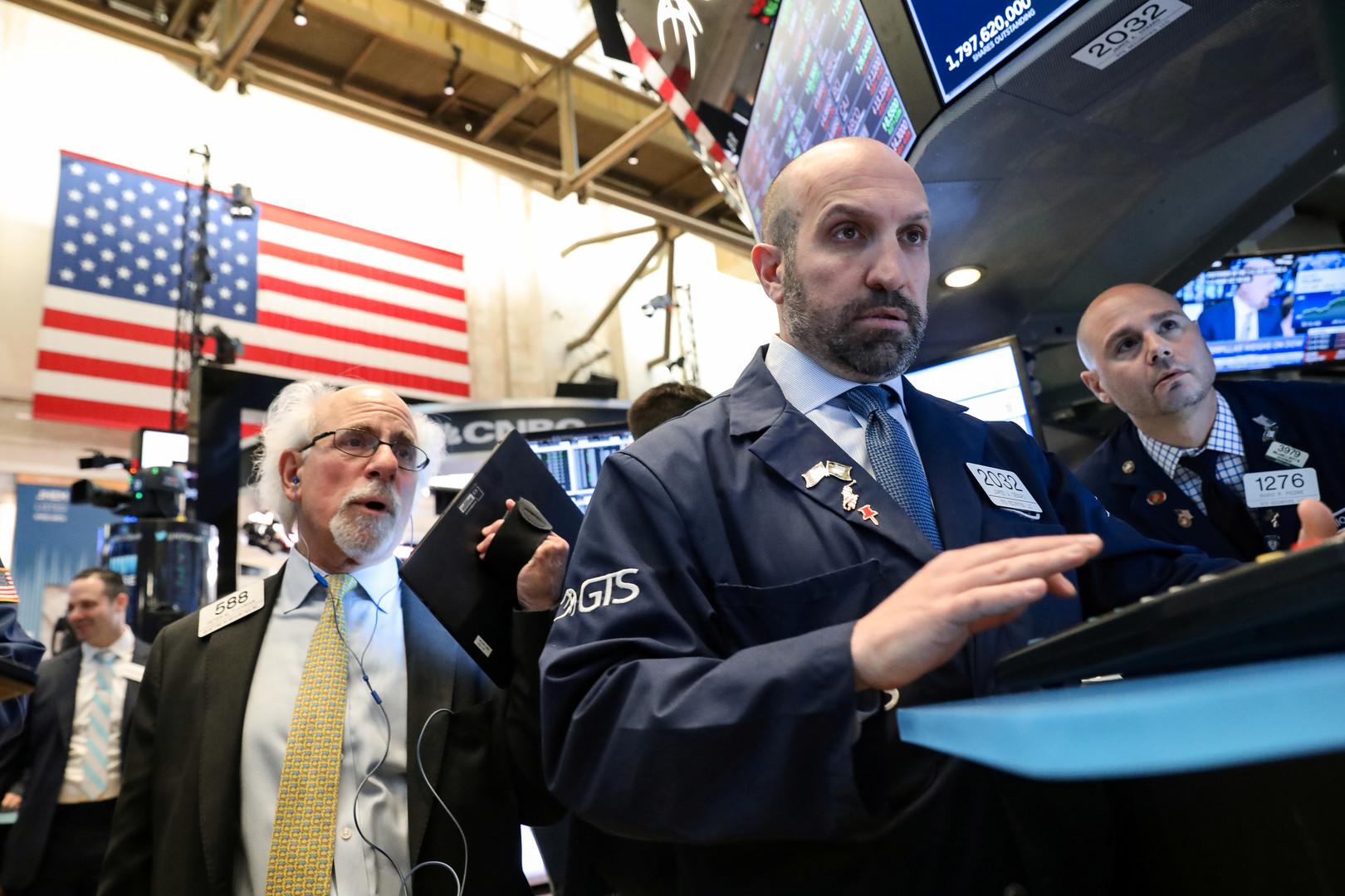 بورصة وول ستريت تغلق منخفضة مع تأثر قطاع التكنولوجيا بقيود