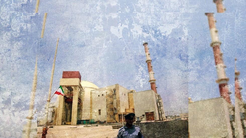 إيران تستطيع إنتاج قنبلة ذرية خلال عام