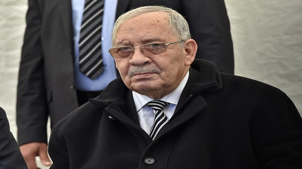 قايد صالح للجزائريين: لا تسمحوا للخبيثين بالتسلل بينكم!