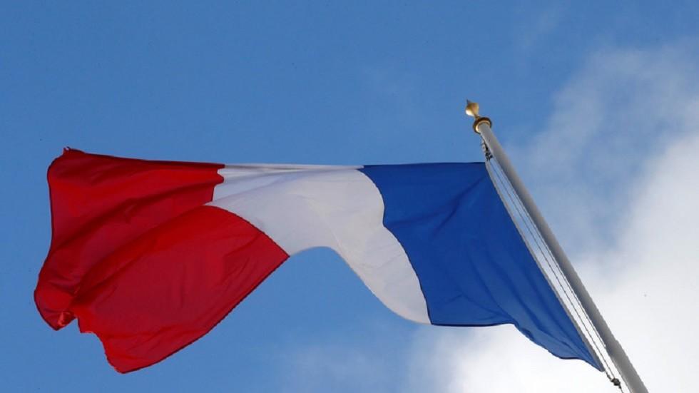عمدة بلدة فرنسية يقترح توزيع