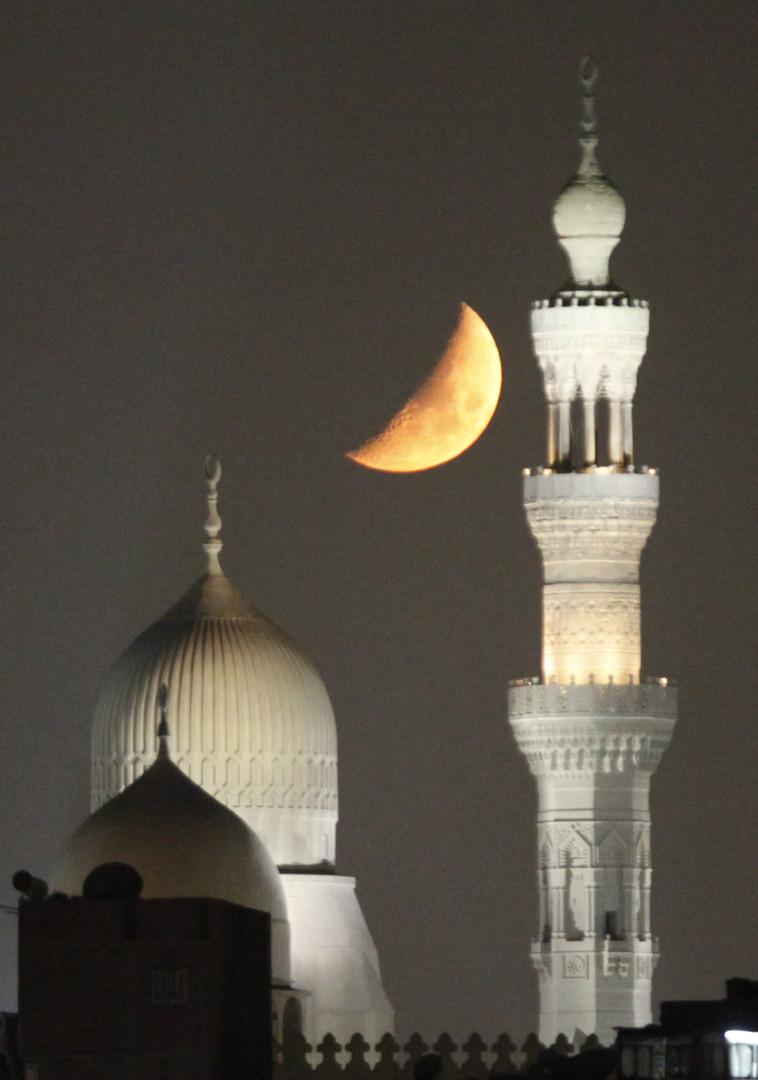 مصر تتحرى أول أيام عيد الفطر