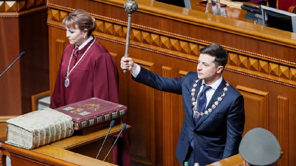 مطالبات باستقالة زيلينسكي بعد 3 أيام فقط على تنصيبه رئيسا لأوكرانيا