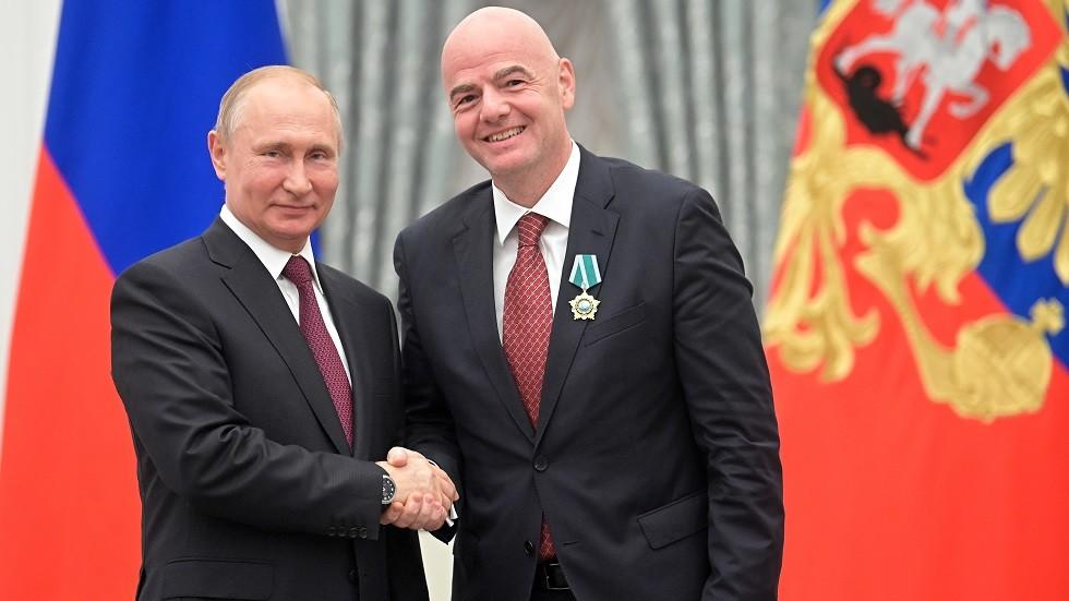 إنفانتينو يشكر بوتين باللغة الروسية بعد تقليده وسام الصداقة (فيديو)
