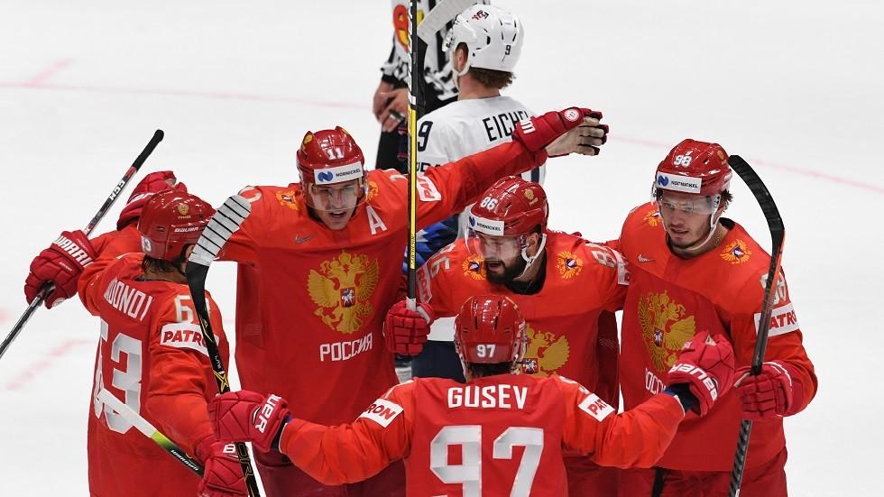 روسيا تتغلب على الولايات المتحدة وتبلغ نصف نهائي بطولة العالم للهوكي (فيديو)