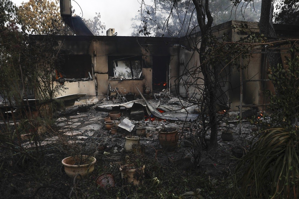 إسرائيل تستنجد بدول للمساعدة في إخماد الحرائق
