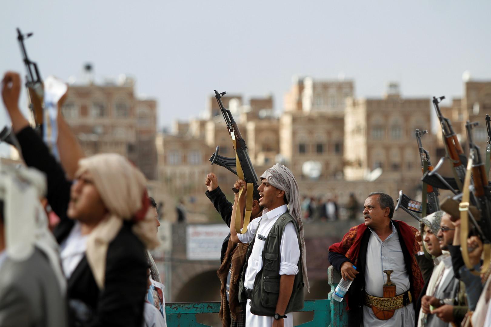 مسلحون تابعون لجماعة أنصار الله (الحوثيون) في اليمن