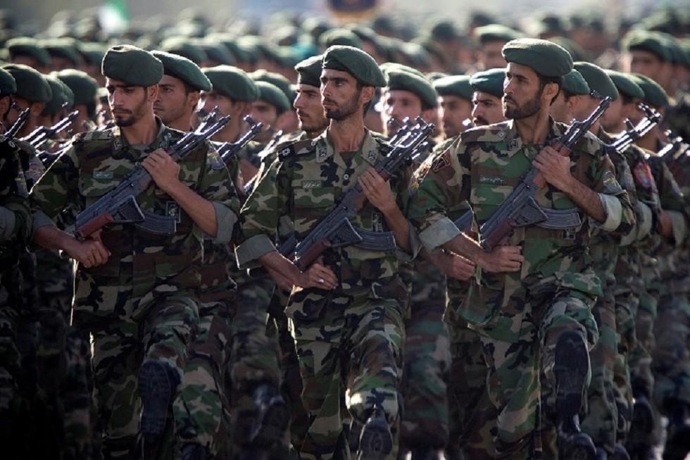أرشيف - مقاتلون تابعون للحرس الثوري الإيراني