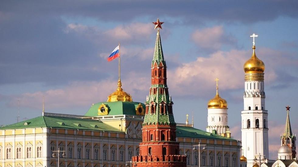 الكرملين: قيادة ماي للحكومة البريطانية جاءت في فترة صعبة من العلاقات الروسية البريطانية