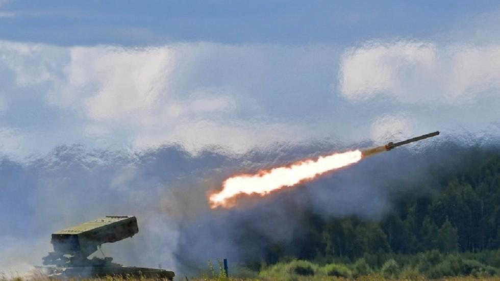 صحيفة روسية: موسكو تعد قرارا يحمي مستوردي أسلحتها من العقوبات الأمريكية