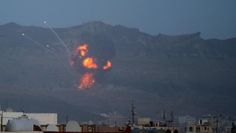 مصدر طبي: مقتل 9 أشخاص في غارة للتحالف العربي على تعز