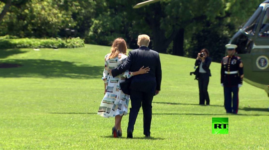 ميلانيا ترامب تجلب الأنظار في فستانها من