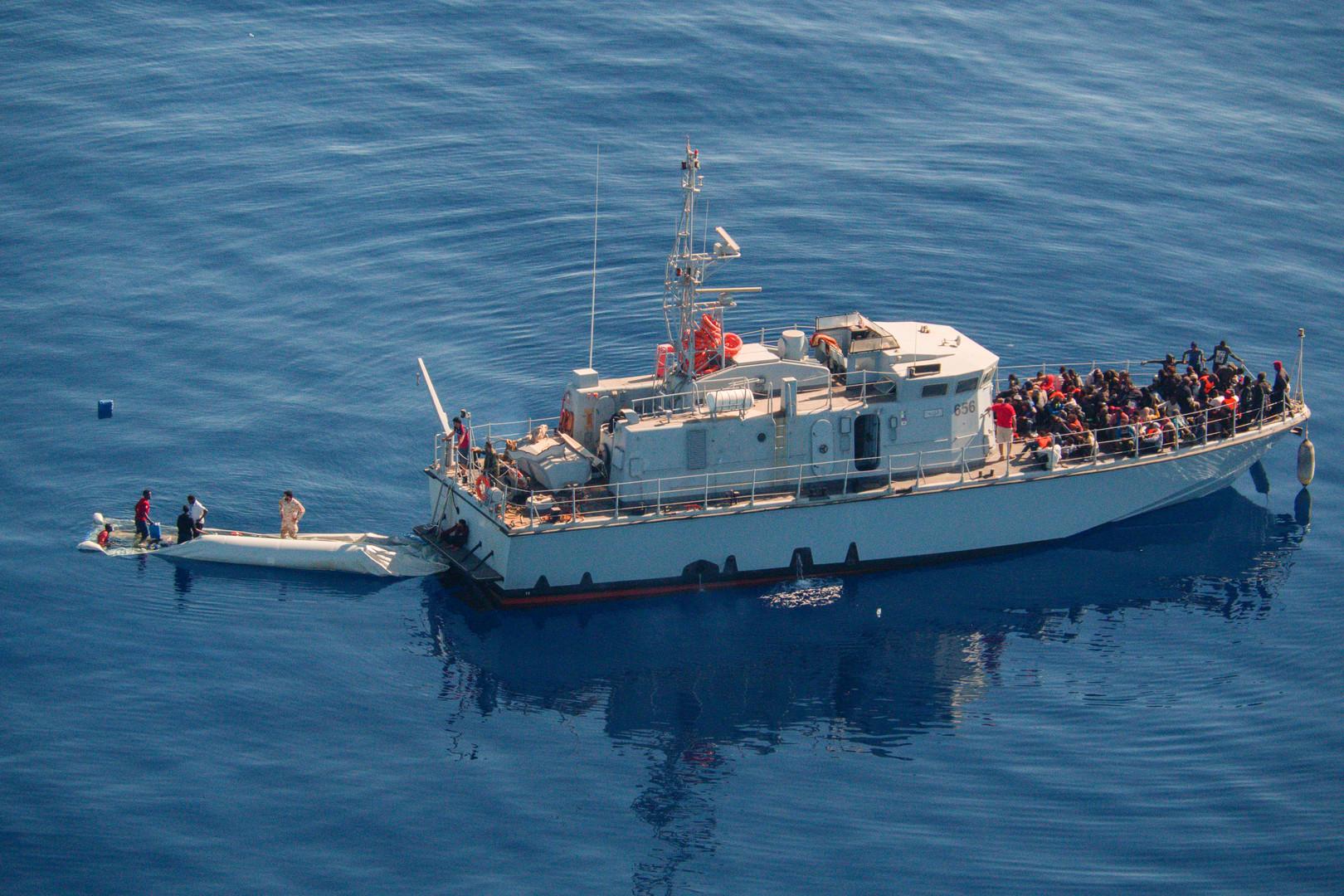 البحرية الليبية تنقذ نحو 300 مهاجر قبالة ساحل طرابلس الشرقي