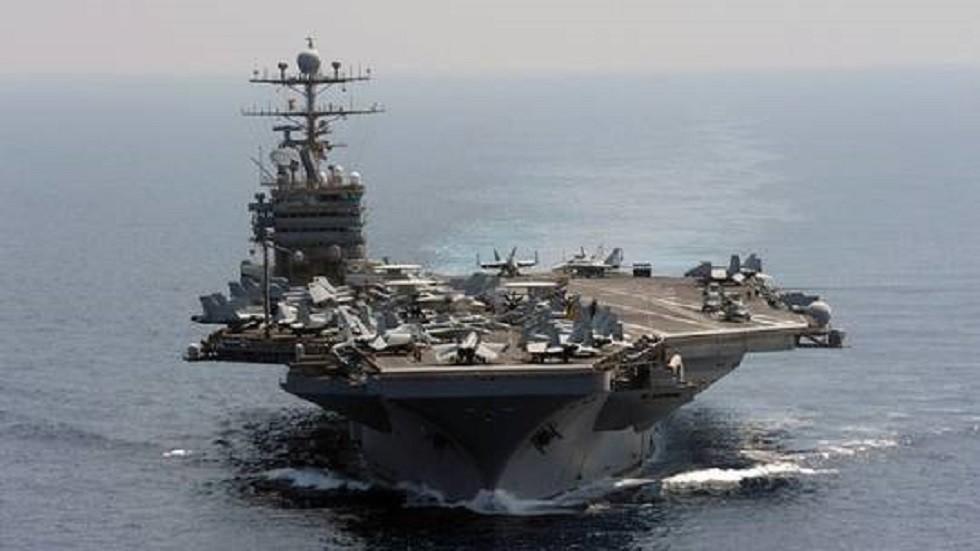 """حاملة الطائرات الأمريكية """"أبراهام لينكولن"""" في مياه الخليج"""