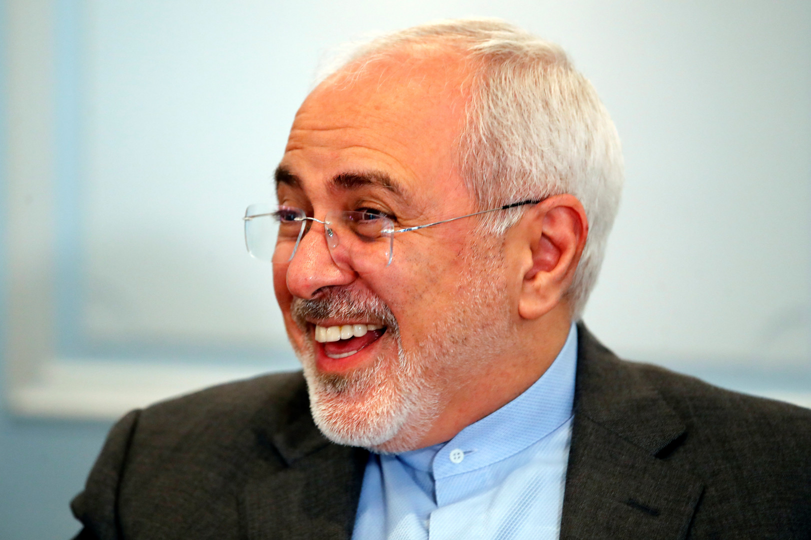 الخارجية الإيرانية توضح هدف لقاء ظريف بسيناتورة أمريكية