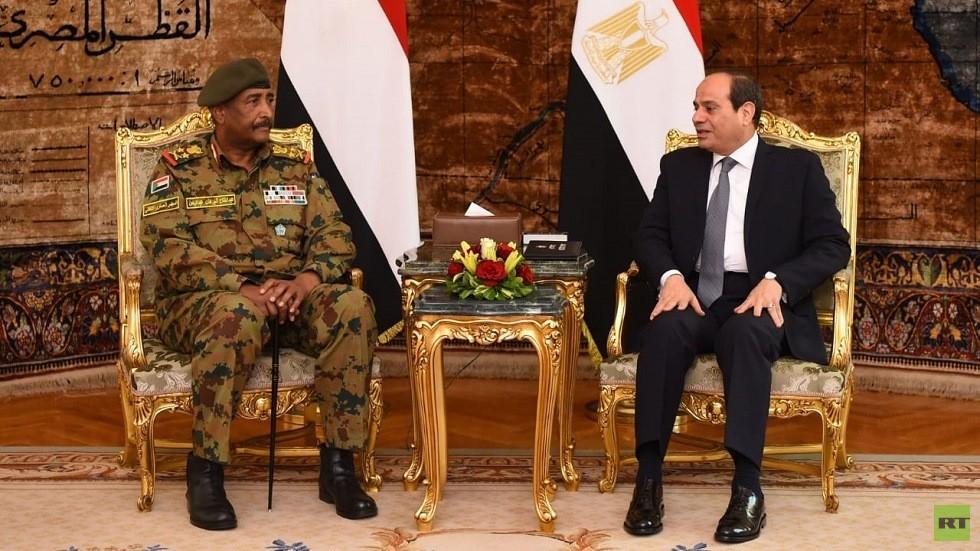 الرئيس المصري عبد الفتاح السيسي ورئيس المجلس العسكري السوداني عبد الفتاح البرهان