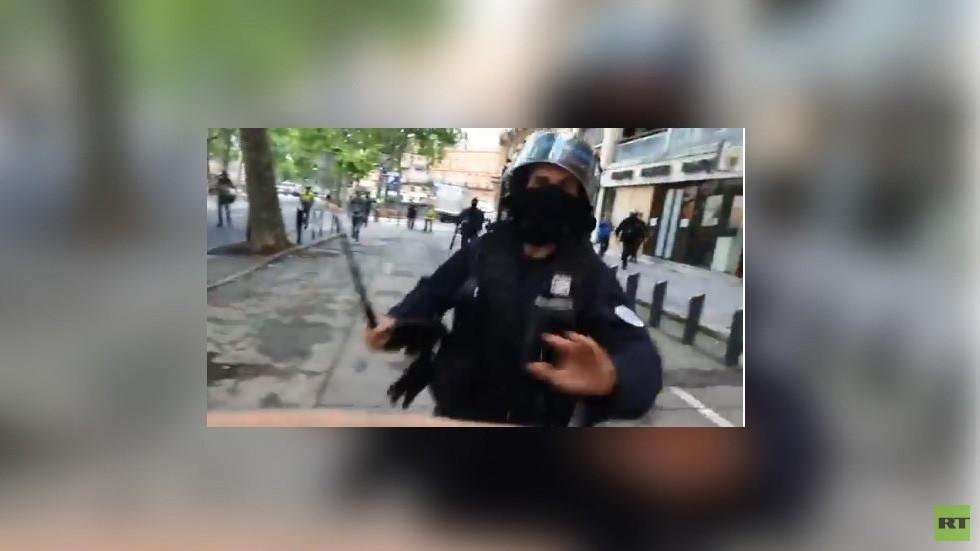 الشرطة الفرنسية تعتدي على مراسل RT خلال مظاهرة