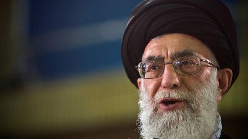 نواب إيرانيون يطالبون خامنئي بإجراءات ضد