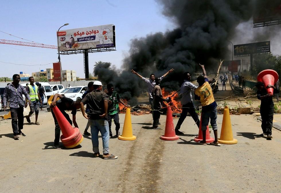 نقابات السودان تؤيد المجلس العسكري وترفض دعوة