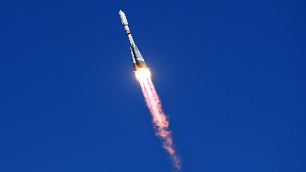 روسيا تنجح بإطلاق قمر
