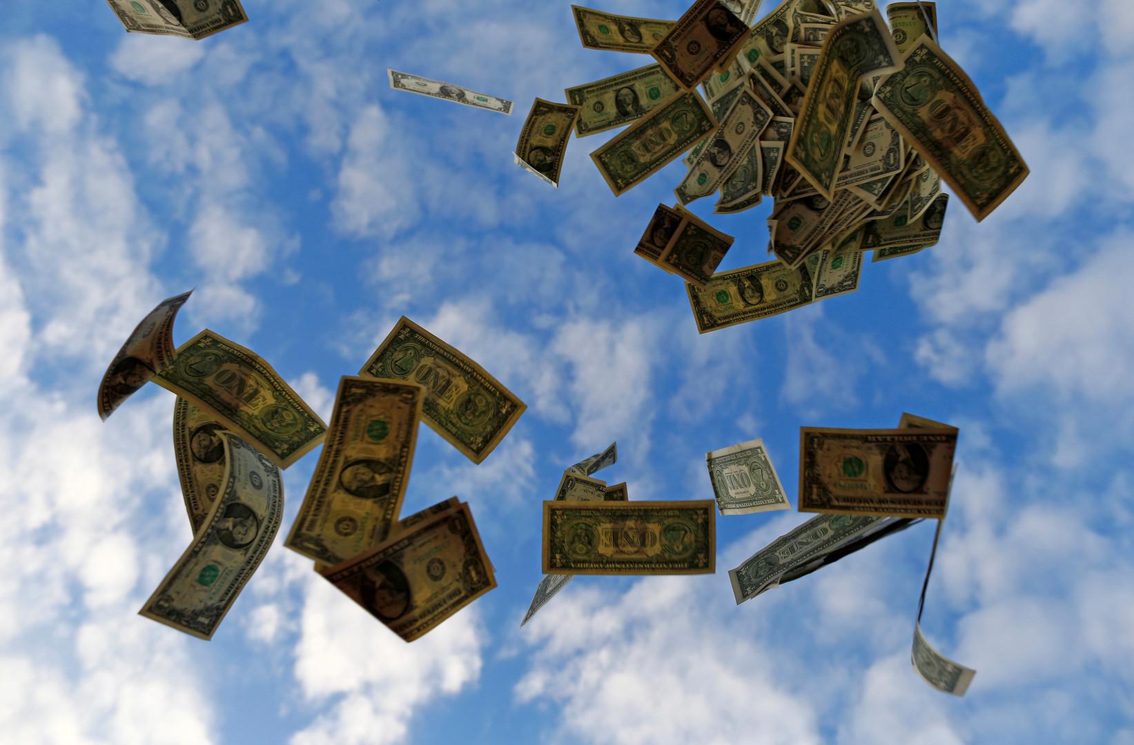 خبير: العالم يتخلص من الدولار