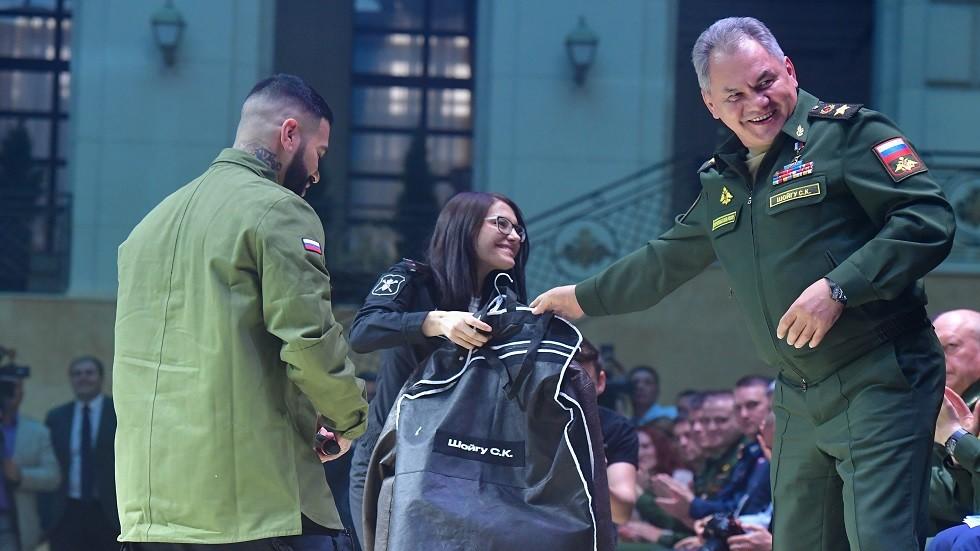 للمرة الأولى.. عرض أزياء في الجيش الروسي بحضور وزير الدفاع