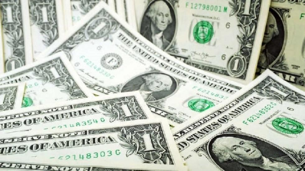 هل يؤدي هبوط الدولار المفاجئ إلى انخفاض أسعار السلع في مصر؟