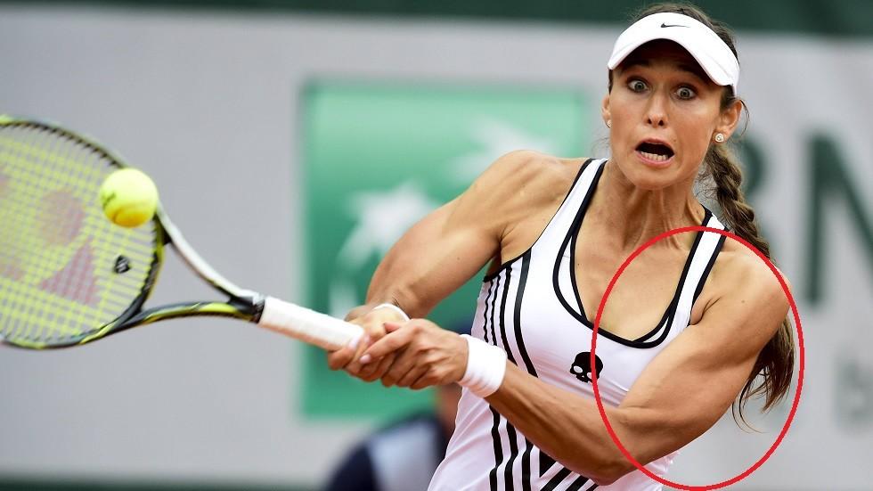 بالصور.. لاعبة تنس روسية تذهل جماهير بطولة فرنسا بعضلاتها