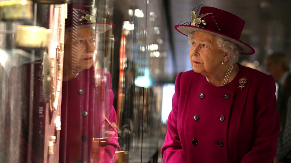 القواعد الأكثر غرابة التي يلتزم بها أفراد العائلة المالكة