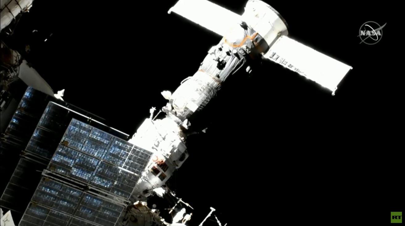 خروج رائدي الفضاء من المحطة الدولية إلى الفضاء المفتوح