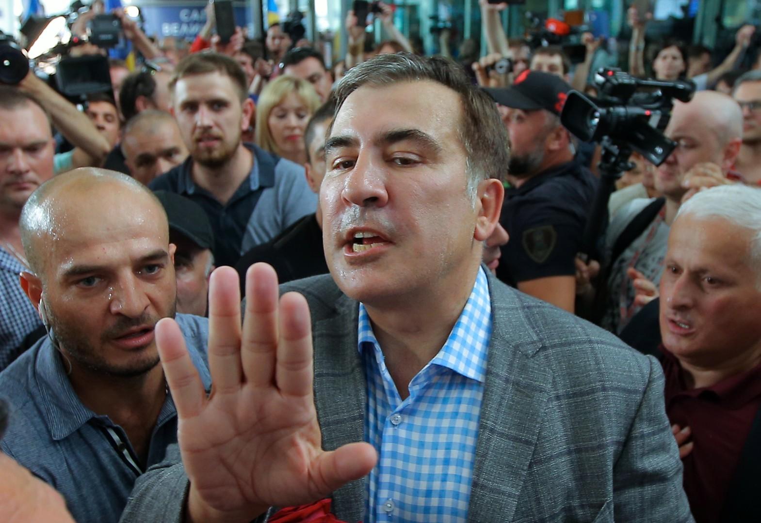 الرئيس الجورجي ومحافظ مقاطعة أوديسا الأوكرانية سابقا، ميخائيل ساكاشفيلي، عقب عودته إلى أوكرانيا