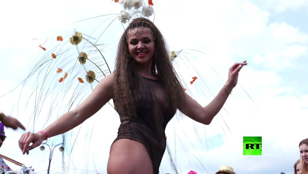 شاهد بالفيديو.. مهرجان سامبا في موسكو