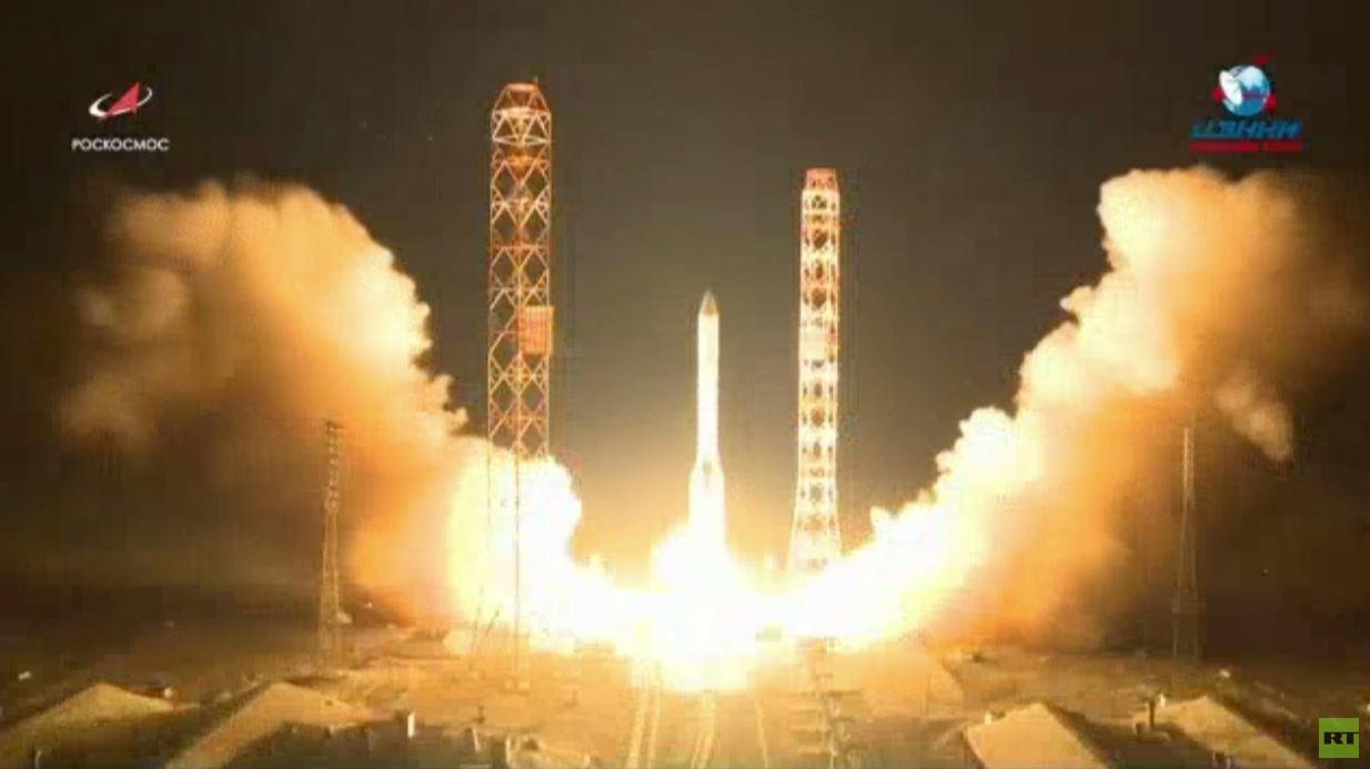 روسيا تطلق أكبر قمر اتصالات قدرة لها إلى الفضاء