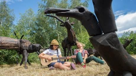 """The Russian """"Baikal"""" region hosts an international festival of wood sculptures"""