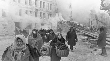 What are the ingredients of bread in Leningrad during the siege of its Nazis?