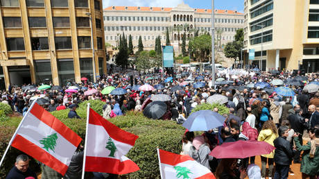 Lebanon .. New sectors join the protests against the budget